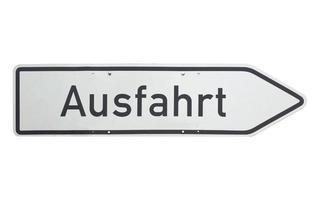 signo alemán aislado sobre blanco. salida ausfahrt foto