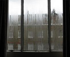 ventana de día lluvioso foto