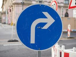 Turn right sign photo
