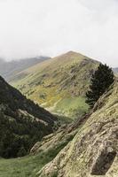 hermoso paisaje de montaña día soleado foto