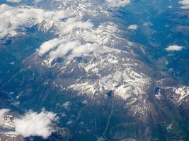 vista aérea de los alpes suizos foto