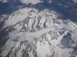 vista aérea del glaciar de los alpes foto