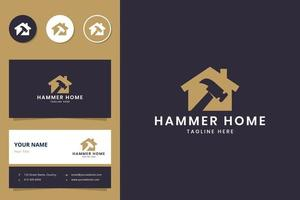 diseño de logotipo de espacio negativo de casa de martillo vector