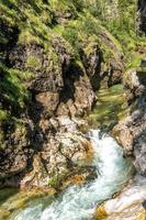 Cascadas en el weissbachschlucht en Chiemgau Baviera foto