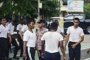 sorong, papua occidental, indonesia 2021- candidatos no comisionados de la policía indonesia foto