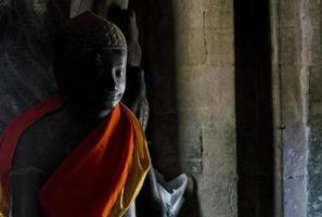 Estatua de Buda en Angkor Wat, famosos templos budistas en Siem Reap, Camboya Asia foto
