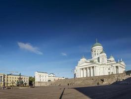 la plaza del senado y la catedral de la ciudad, hito en helsinki, finlandia foto