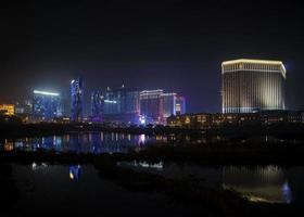 Casino hotel resorts neon en Cotai Strip Macao Macao China en la noche foto