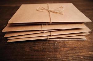 correspondencia de papel kraft foto