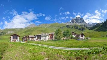 Grevasalvas conocido como Heidi Village en los Alpes suizos foto
