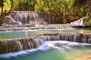Cascada kuangsi en luang prabang, laos foto