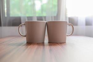 tazas de café y granos de café para aumentar la energía foto