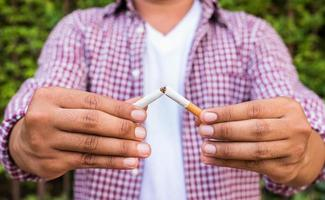 Close up hands man Breake down cigarette. photo