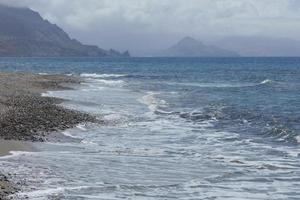 playa peristeres rodakino isla de creta zona de acampada gratuita covid-19 foto