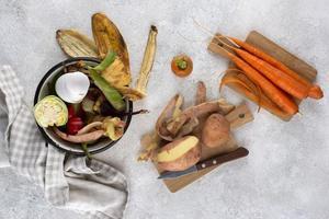 Surtido de abono hecho comida podrida foto