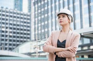 retrato, de, bastante, joven, ingeniero civil, mujer foto