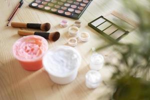 los elementos de vlogging del artista de maquillaje. foto