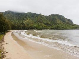 impresionante paisaje de hawaii con mar azul foto