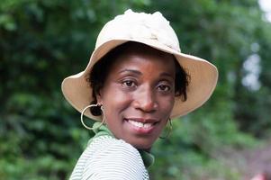 retrato de una mujer con un sombrero foto