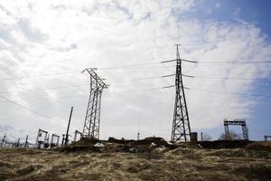 poste de alto voltaje o torre de alto voltaje foto