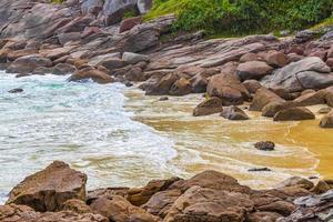 rocas olas praia lopes playa mendes isla ilha grande brasil. foto
