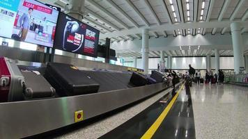 Línea de equipaje en el aeropuerto. video