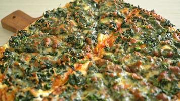 spinach and cheese pizza video
