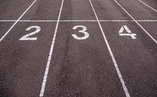 números en una pista de atletismo foto