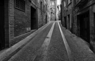 viejo callejón en perspectiva foto