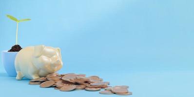 crecimiento de dinero, finanzas y ahorro de dinero, inversión, apilamiento de monedas foto