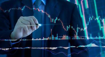 Gráfico de negocios y gráfico de mercado de valores o comercio de divisas. foto