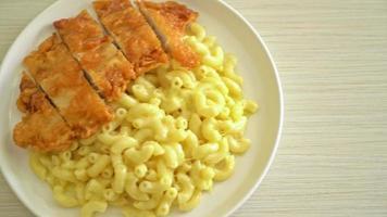 macarrones con queso con pollo frito video