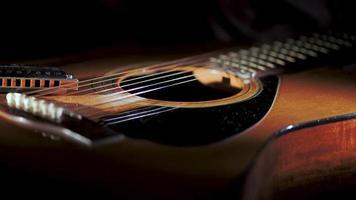 country blues mondharmonica rustend op akoestische gitaar video