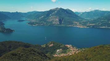 vue aérienne du lac de côme et de lecco video