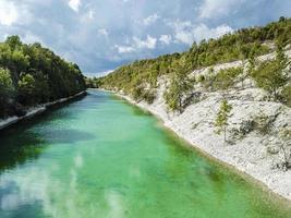 hermoso cañón lengerich tecklenburger land alemania agua turquesa. foto