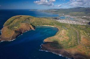 Toma aérea de la bahía de Hanauma, Hawaii foto