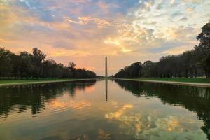 Amanecer del Monumento a Washington, Washington DC, EE. foto