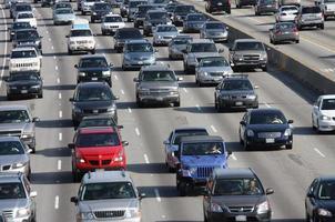 autopista de los angeles en tráfico pesado foto