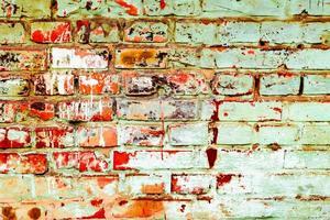 Textura de una pared de ladrillos con grietas y arañazos foto