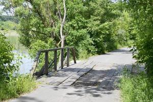 viejo puente de madera foto
