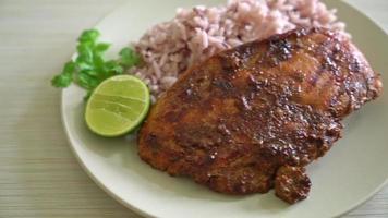 poulet jerk avec riz ou poulet grillé épicé à la jamaïque video