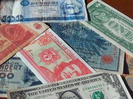 Dinero vintage de países comunistas y billetes de usd foto