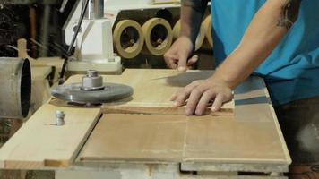 craft working with natural wood video