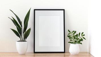un marco de fotos en el suelo con un florero.
