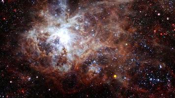 viagens espaciais a nebulosa tarântula. voo espacial para o campo estelar video