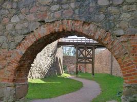 Pared de ladrillo de piedra vintage retro en el castillo de Trakai, Lituania foto