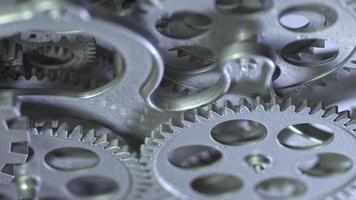 metraggio di lavoro di ingranaggi metallici grigi video