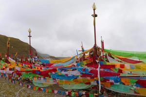 templo budista tibetano en laji shan provincia de qinghai china foto