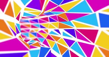 câmera passa por um túnel circular geométrico formado por triângulos video