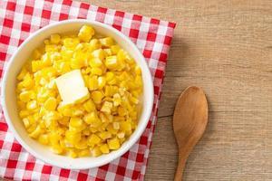 mantequilla de maíz o maíz dulce foto